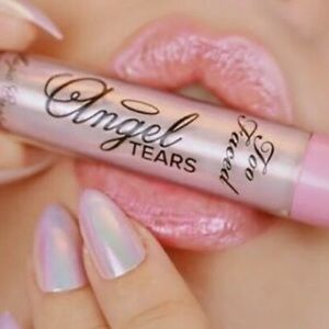 Too Faced Magic Crystal Lip Topper